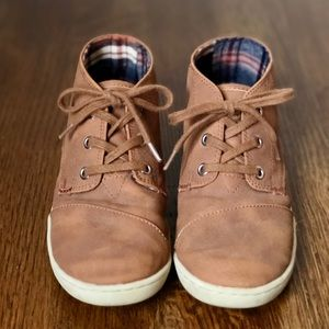 Toms Paseo Mid Brown Chukka Boys